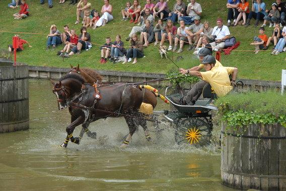 http://www.editiepajot.com/big_pictures/0001/3987/colpaert_galmaarden_menwedstrijd_1.JPG?1230235175