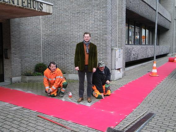 Editiepajot rode loper bij merchtemse handelaars tijdens eindejaarsperiode - Foto rode loper ...