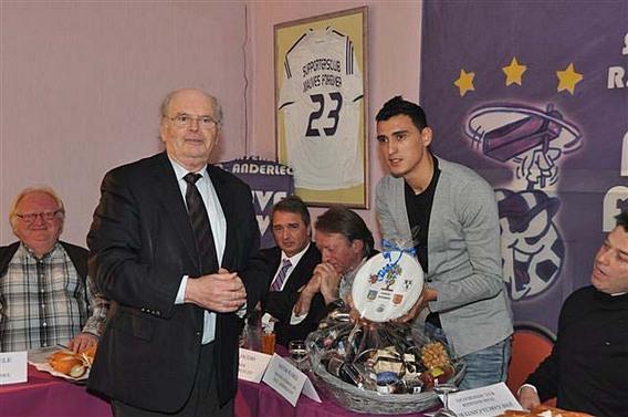 Editiepajot   Matias Suarez op bezoek bij supporters in BEERSEL