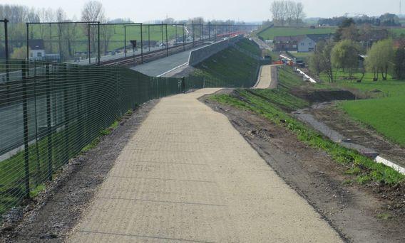 L050A Part 1 Fietsweg langs de lijn L50A Brussel - Denderleeuw Editiepajot_Schepdaal_fietspad_lans_GEN-spoorlijn_foto_Hugo_Marissens