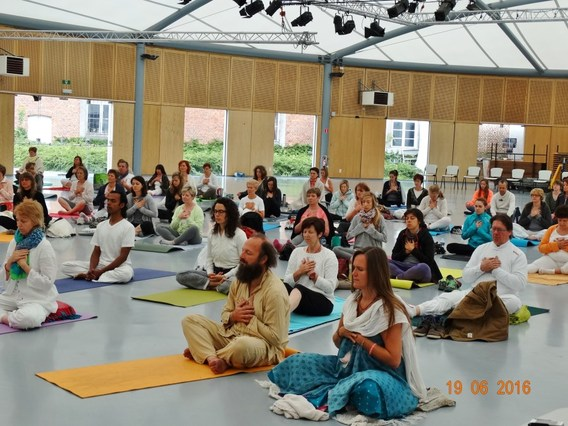 Internationale_yogadag_edingen_2016__3_