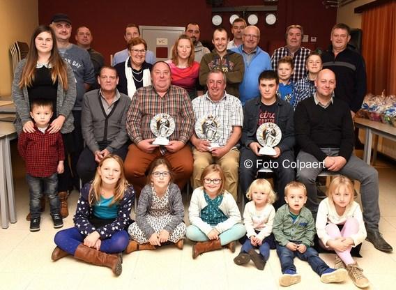 Editiepajot vollezele kampioenen bij de pauwstaartvissers for Visvijver bakken