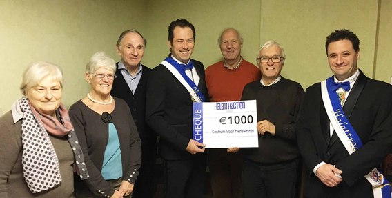Foto_overhandiging_kerstcheque_2016