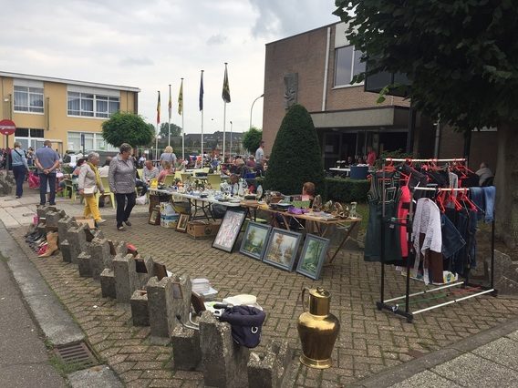 Editiepajot rommelmarkten aan de sporthal van merchtem for Bureau 13 merchtem