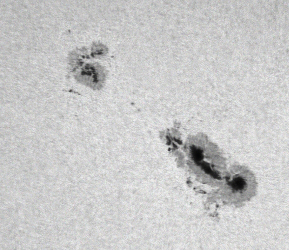 Zon_astrovideo_0025_11-09-28_10-25-50_sunspots_1304_1302ps